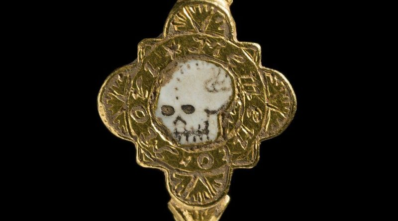 Post Medieval gold ring