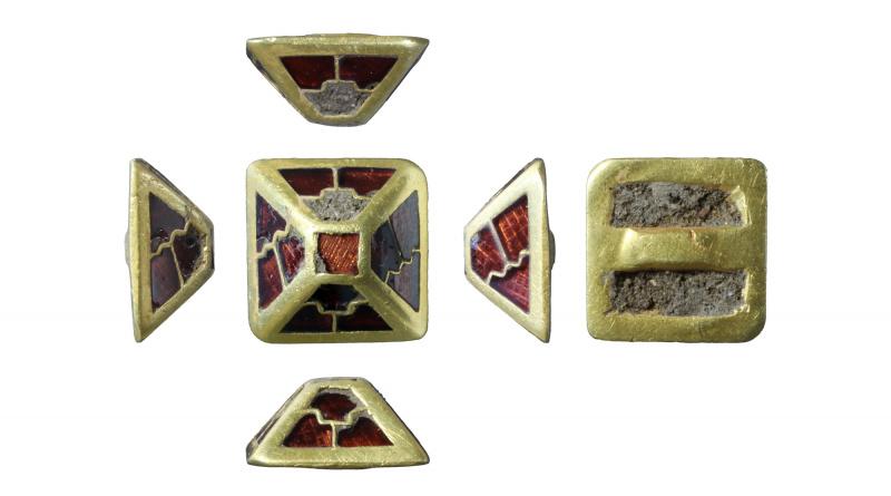 pyramid sword mount